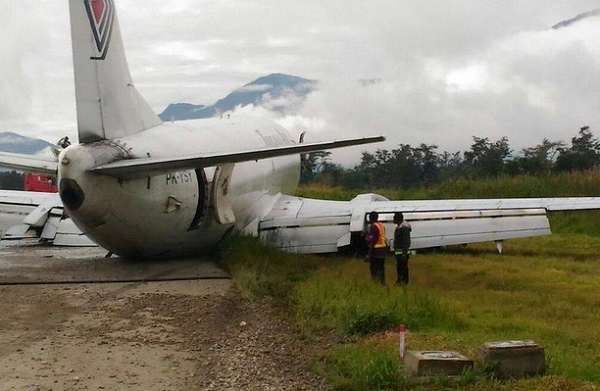 Trigana Air B 737-300SF in Belly Landing and skidded down the runway