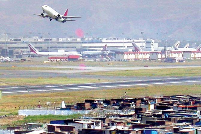 Mumbai crowned world's busiest single-runway airport with 1 flight in 65 seconds