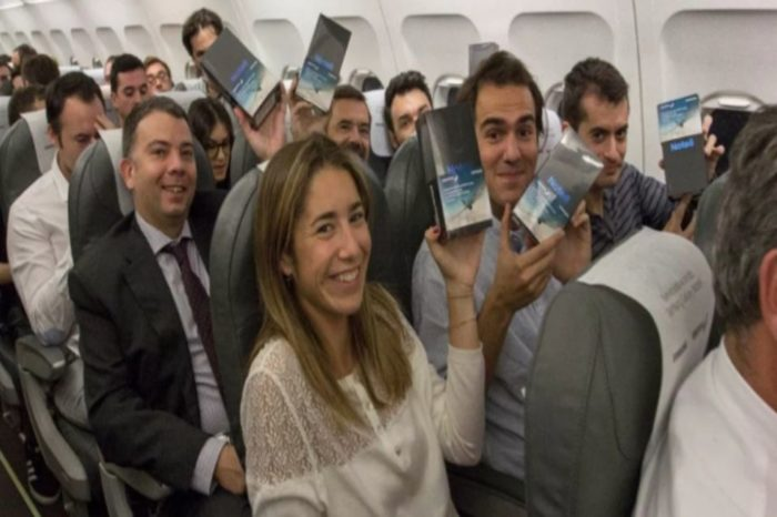 200 lucky passengers aboard a plane in Spain got a free Samsung Galaxy Note 8